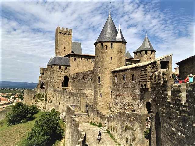 What to do in southern france in 7 days tripusafrance for Castles to stay in france